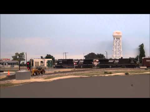 NS autorack across Waycross Jct mp4video