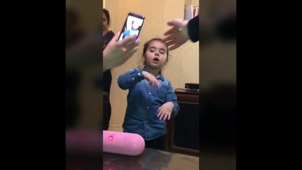 Petite fille mignonne qui danse defne youtube - Petite souris qui danse ...