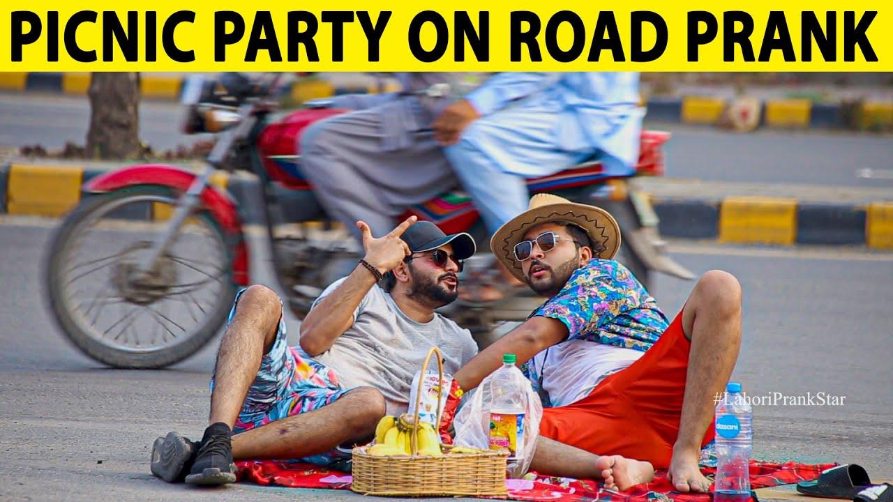 Picnic Party on Roadside Prank in Pakistan - Lahori PrankStar