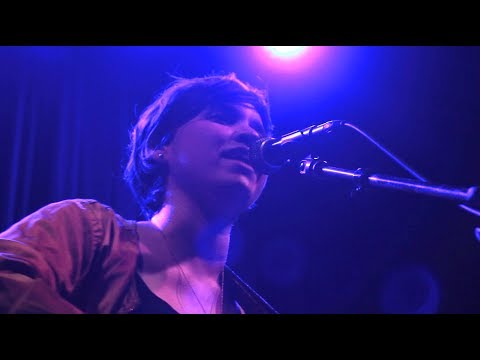 Woolf (Live at Icehouse) thumbnail