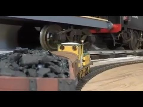 Model Railways 36 – playing trains – Dapol O gauge 7mm scale Terrier loco's on freight