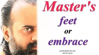 Acharya Prashant: Place of ego- either at the Master's feet or in the Master's embrace