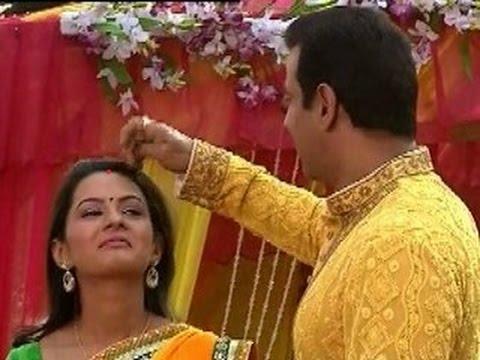 Itna Karo Na Mujhe Pyaar :Neil put Sindoor on Ragini's forhead