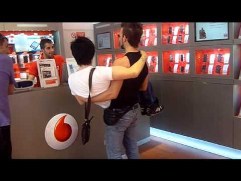 Porta un amico in vodafone pubblicit by leon angelo - Vodafone porta un amico ...