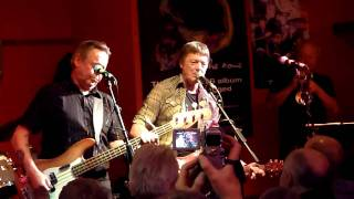 The Kast Off Kinks playing Sitting In My Hotel (by Ray Davies) at t...