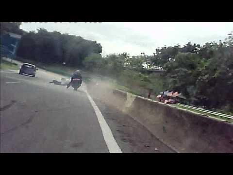 Puchong Bikers, Presiden pb jatuh di Karak highway dgn GTR nya.avi