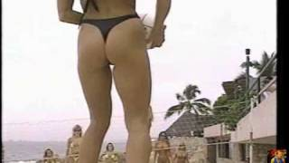Repeat youtube video 1990's Bikini models having fun