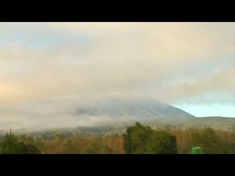 Chile: Volcano Villarrica expels gas and ash in active phase