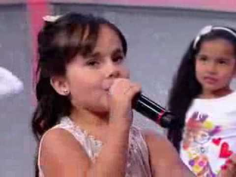 Cute little girl(sienna Belle) singing - love me like you do