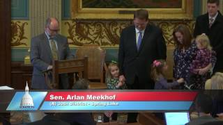 Sen. Meekhof honors Bob DeVries at the Michigan Senate