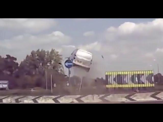 Vidéo - GARAGE FAIL COMPILATION