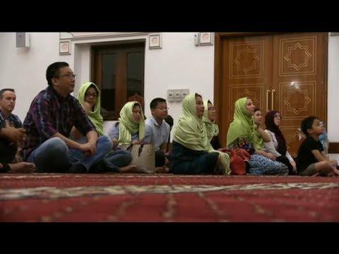 فرصة نادرة للأجانب للاستزادة من ثقافة الإمارات خلال شهر رمضان  - 10:54-2019 / 5 / 20