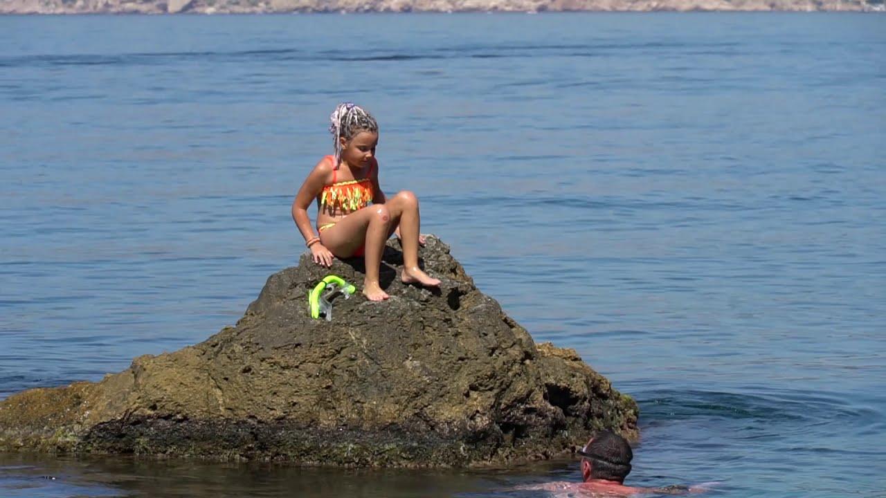 Дикие пляжи крыма видео работа девушка модель видеочата