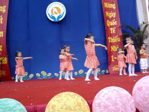 Biểu diễn ngày 1-6-2009 ở trường mẫu giáo - MOV03624.MPG