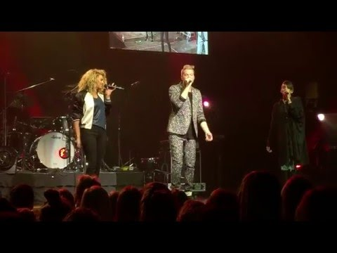 Pentatonix & Tori Kelly - Winter Wonderland / Don't Worry Be Happy LIVE @ ZPL Jingle Jam