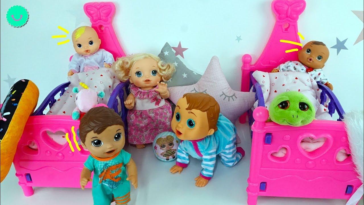 Luke cuida de Mickey y Minnie bebés