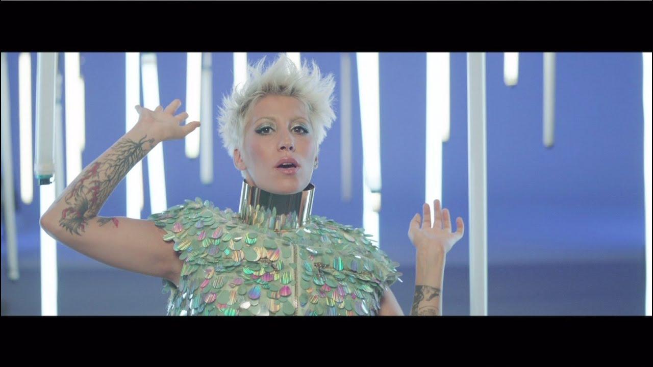 malika-ayane-blu-videoclip-ufficiale-malika-ayane