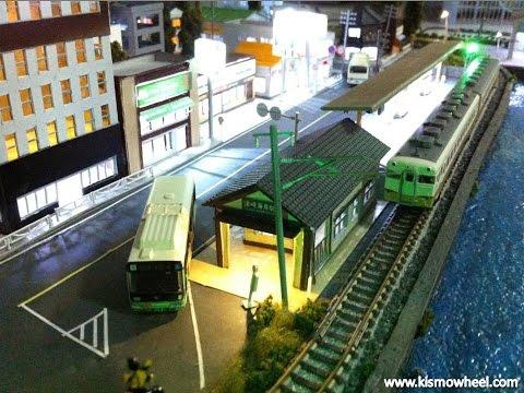 โมเดลรถไฟจำลอง ปะทะ รถบัสจำลอง by Kismowheel