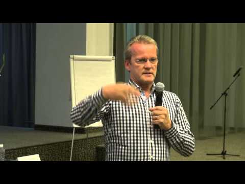 Pasi Sahlberg. School Leadership and the Global Educational Reform Movement