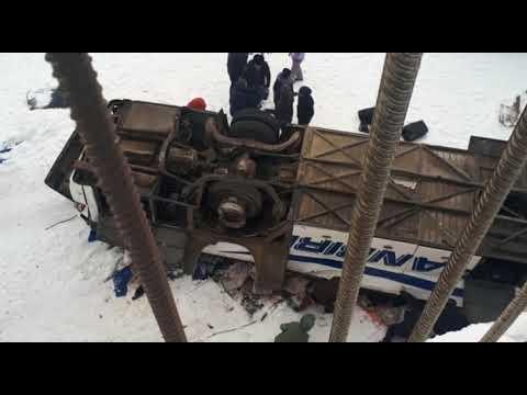 СРОЧНО! В Забайкалье пассажирский автобус упал с моста