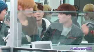 121201 EXO@Hong Kong Airport Part 2/2