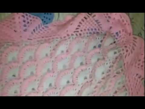 Colcha o Manta de bebe... Punto pavo real... - YouTube