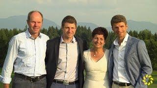 Thomas Müller mit seiner Familie beim Golfturnier