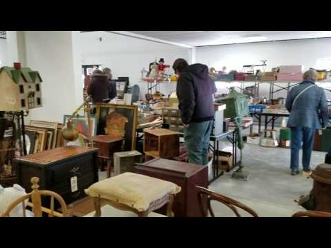 2017 Jan Bidders previewing items