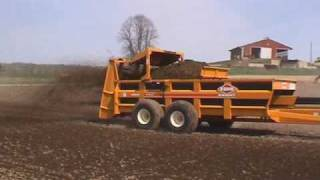 Kuhn Knight 2000 series pro push manure spreaders