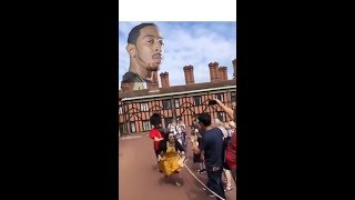 Download Video Chinese get pushed by British foot guard MP3 3GP MP4
