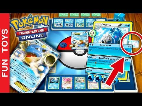 Pokémon Estampas Ilustradas Online! Códigos GRÁTIS para ganhar Cartas no Jogo! Gameplay Pokemon App: Neste vídeo mostramos o app Pokémon Estampas Ilustradas Online! Um jogo IRADO onde você pode batalhar com seus amigos, colecionar e trocar cartas do Pokémon!  Assista ao vídeo completo e anote os 10 códigos grátis que permitem liberar cartas dentro do jogo!  Envie este vídeo para seus amigos que gostam de Pokémon, eles também vão querer saber estes códigos!  Você sabe de algum código que não listamos dentro do vídeo? Então escreva lá nos comentários os códigos que você conhece e sabe que funcionam!!!  Quer enviar um código direto pra mim que só eu posso usar? Envie para o email: funtoysbrinquedosvideos@gmail.com  Compre brinquedos de Pokémon aqui: http://amzn.to/2bVC7Gi  Para baixar o app, no computador ou tablet, acesse este link: http://www.pokemon.com/br/pokemon-estampas-ilustradas/jogar-online/baixar/  Comente abaixo, Qual Pokemon que você mais gosta, Qual sua carta Mais forte, Qual seu nick no jogo e Qual código novo que você conhece e não listamos neste vídeo?  Não se esqueça de compartilhar e dar um joinha no vídeo. Inscreva-se: https://www.youtube.com/channel/UCVOq9DX3BL9bBU9FrG5MpMA?sub_confirmation=1  SIGA-NOS / FOLLOW US: 😀 😅 😉 😍 😗 😜 😎 ✦INSCREVA-SE: https://www.youtube.com/channel/UCVOq9DX3BL9bBU9FrG5MpMA?sub_confirmation=1 ✦Twitter: https://twitter.com/FunToysBrinque ✦Google+: https://goo.gl/QVmgp0 ✦Instagram: https://instagram.com/fun_toys_brinquedos/ ✦Blog: http://festadeideias.com.br/Fun_Toys_Brinquedos/ ✦Facebook: https://www.facebook.com/Fun.Toys.Brinquedos.YT  VEJA ABAIXO outros vídeos legais: - Faça sua PRÓPRIA Pokebola com Lego ou no MINECRAFT - Pokemon Go: https://www.youtube.com/watch?v=xmVxWsR_iCA&index=3&list=PL2edokDcUWHLRrau5wZfxiP5gZjU7EHhA  - Todos os Gameplays: https://www.youtube.com/watch?v=4DElElgNGB4&list=PL2edokDcUWHIZRjdi8d-Gj3NaBM8UWN8r  - Todos as Construções de Lego com Minecraft: https://www.youtube.com/playlist?list=PL2edokDcUW