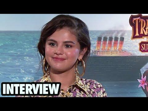Selena Gomez & Andy Samberg Hablan del Compromiso de Ariana Grande