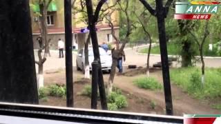 09 мая 2014 Стрельба в Мариуполе, вооруденные люди в черной форме стреляют из автоматов