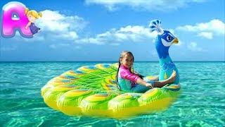 Anna plays the sea with toys