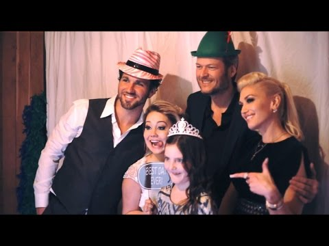 Blake Shelton And Gwen Stefani Wedding Pictures.Exclusive Inside Raelynn S Wedding See The Photo Booth Fun With Blake Shelton And Gwen Stefani