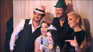 exclusive inside raelynns wedding see the photo booth fun with blake shelton and gwen stefani