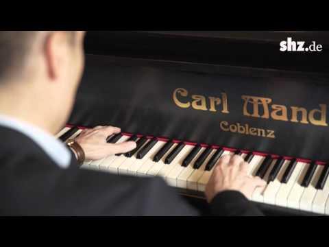 Klavierspielen in fünf Minuten – Unterricht mit Starpianist Joja Wendt