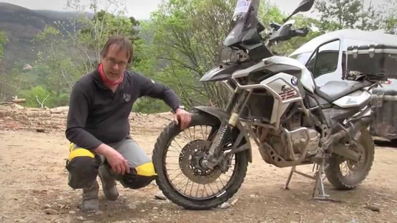 Motos garage tv trip track parte 1 youtube for Garage moto courbevoie