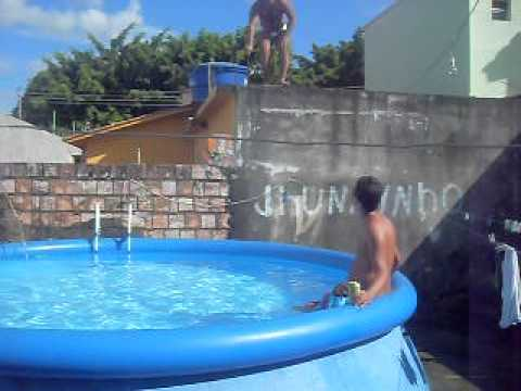 O pulo de jamerson na piscina de pl stico youtube for Piscinas de plastico desmontables