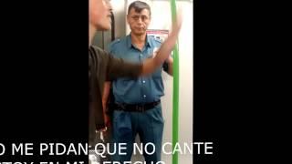 Guardia del metro hostigando raperos y musicos, recibe su leccion. thumbnail