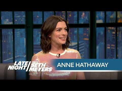 Anne Hathaway Got Starstruck by Mariah Carey on the Red Carpet - Late Night with Seth Meyers thumbnail