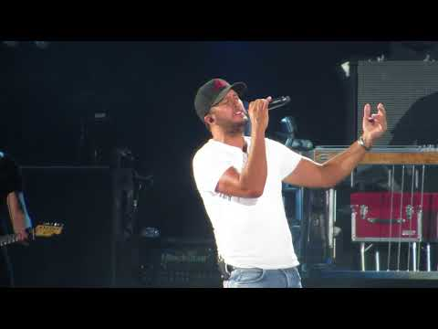 Luke Bryan singing - Sunrise, Sunburn, Sunset Live in concert at Fenway Park 7/6/18
