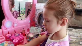 Disney Princess IRL Dress Up Makeover GIANT MAKEUP Kit For Cinderella Rapunzel & Snow White Dress Up