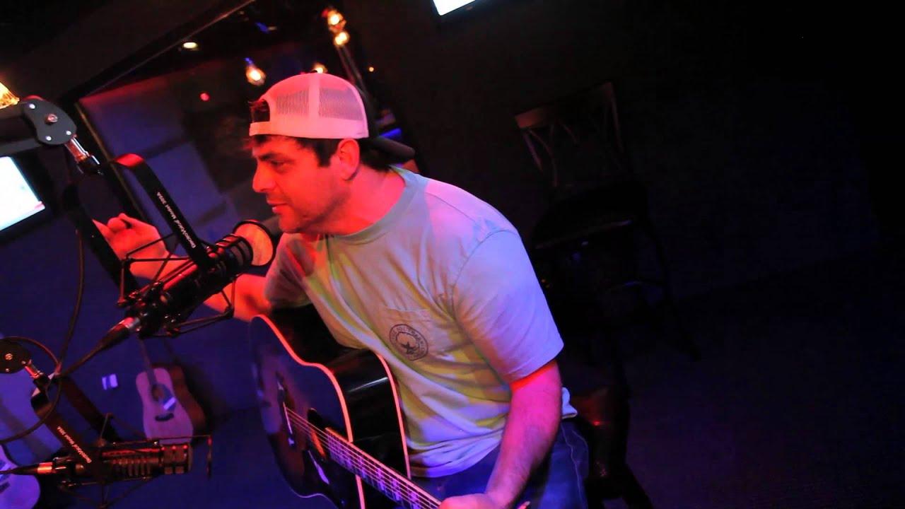 Rhett Akins met kleine medley van zijn hits