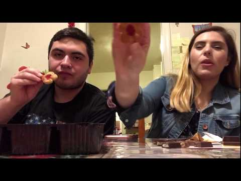 Americans try Italian cookies and chocolate