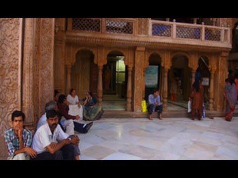 Radha Gopinath Temple in Chowpatty, Mumbai