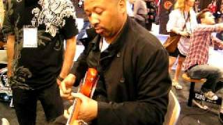 Testing Musicman bass Bongo 4HH and Stingray Classic 4H by Alex Al ( Namm 2011 )