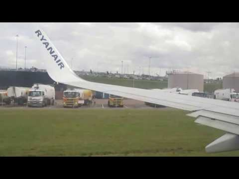 Takeoff from Birmingham Airport. FR671 / RYR671