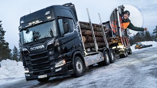 Met een Scania R730 V8 Timber Truck volle pijp door de sneeuw in Noorwegen, WAUW!