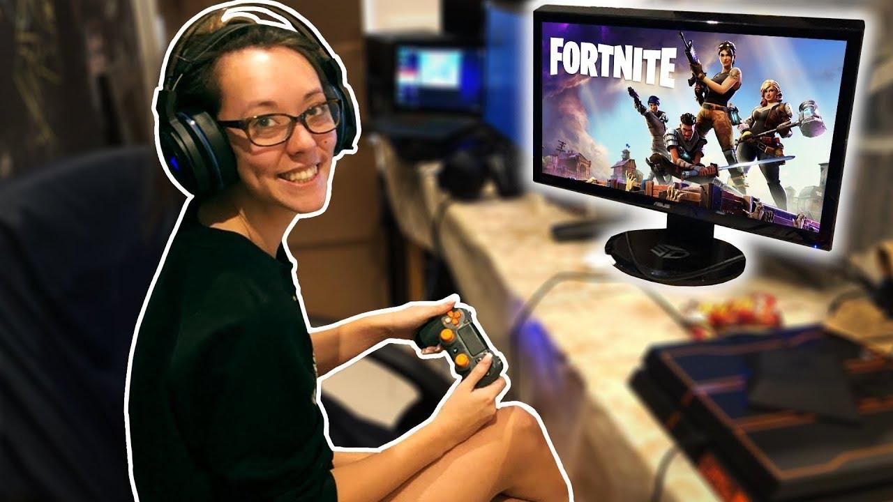 teaching-my-girlfriend-how-to-play-fortnite
